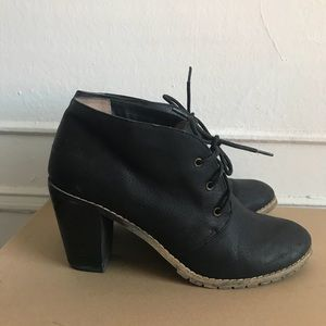 Restricted size 9 black heeled bootie